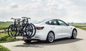 Tesla trailer hitch differences per model and tow capacity